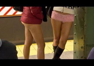 Improv Everywhere : No Pants Subway Ride 2012